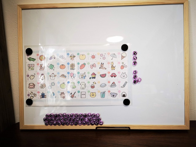 あいうえお表をモンテッソーリ風に手作り!100均マグネットで五十音が学べる!